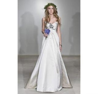 Vera Wang Beautiful Never worn Wedding dress